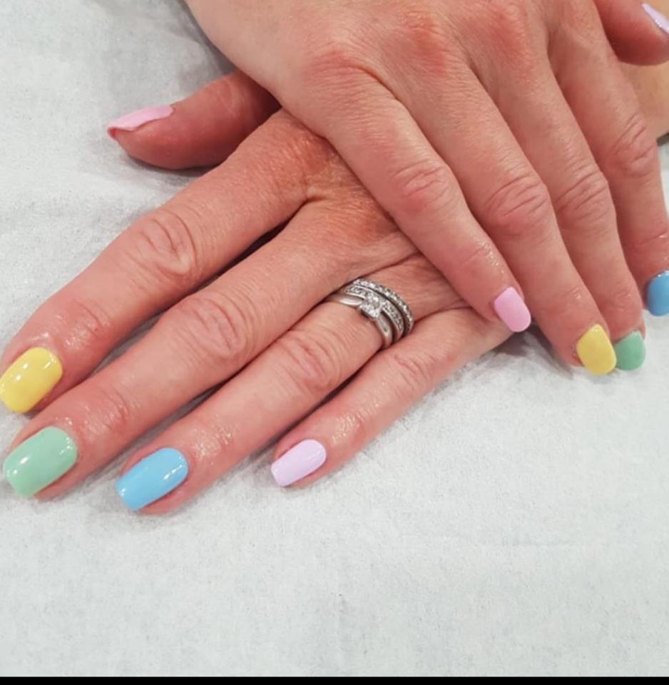 Pastel gel nails
